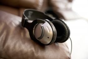 1374423_headphones_2
